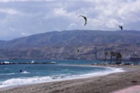 Las Mejores Playas de Almeria para Practicar Kitesurf